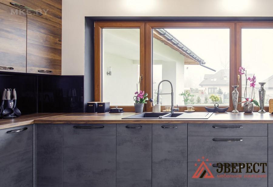 Кухня под окно