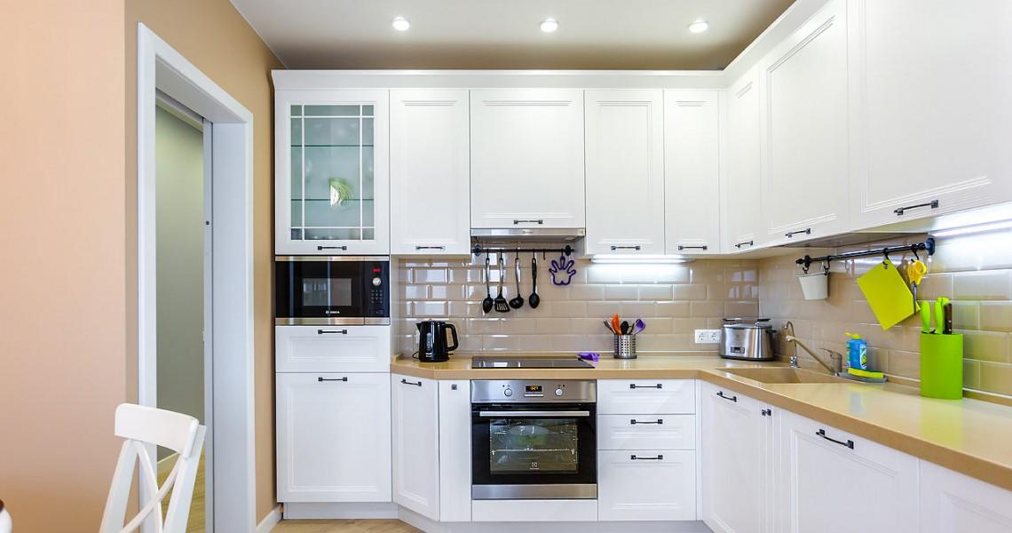 Угловая кухня: все преимущества и особенности